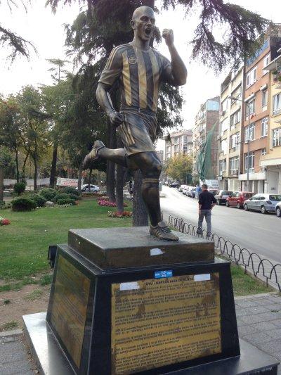 The Sporting Statues Project: Alex De Souza: Yoğurtçu Parkı, Kadıköy ...