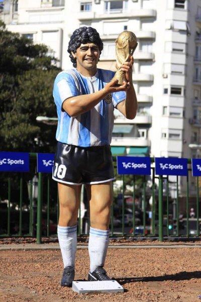 The Sporting Statues Project: Diego Maradona: Plaza ...